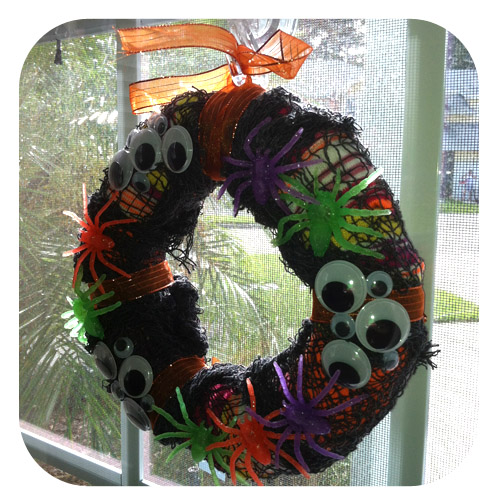 Halloween Mini-Wreaths [$10/10 Minute Craft]
